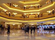 Für die ganze Innenausstattung der Hotelhalle wurde rund 1 Tonne echtes 24 Karat Blattgold verwendet