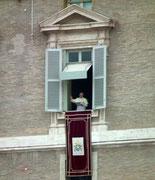 . . . wenn Papst Franziskus seinen Sonntagssegen erteilt.