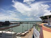 Kurz vor dem Auslaufen ein Blick auf das Hafengelände