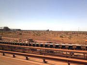 Förderband-Anlagen kilometerweit durch die Landschaft