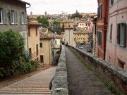 Fussgängerübergang und Treppe