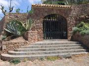 Hübsches Eingangstor zur sonst nicht einsehbaren Villa