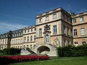 Das Schloss beherbergt heute verschiedene Ministerien und ist leider für Besucher nicht mehr zugänglich