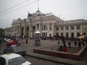 Blick auf die schöne Fassade des Bolschoi-Theaters