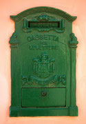 Ein Postbriefkasten muss nicht immer gelb sein
