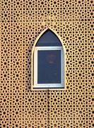 Eine gelungene Verbindung von traditionellen Formen in Fenster und Fassade
