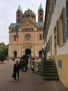 Blick von der Maximilian-Strasse zum Dom-Eingang