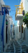 . . . und oft die fein abgestuften Blautöne im Kontrast zu den weissen Mauern