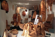 Nein, das ist kein Lederwaren-Shop! Sondern ein Blick in das Atelier . . .