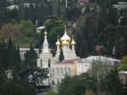 Kirche mit den typischen Zwiebeltürmen