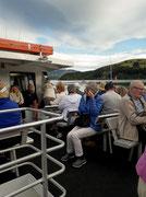 Die Natur-interessierten Besucher sind an Bord . . .