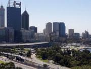 Die Wolkenkratzer-Silhouette vom Ostteil von Perth