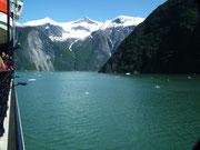 Einfahrt in den Tracy Arm Fjord . . .