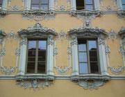 . . . mit der verspielten Rokoko-Fassade. Wurde nach dem II. Weltkrieg nach Originalplänen wieder aufgebaut