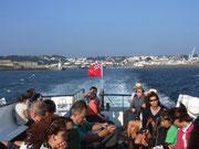 Wir lassen Guernsey hinter uns und fahren mit dem Schiff