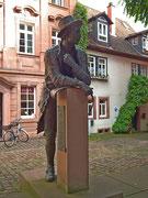 Hübsche Bronzestatue des Miltenberger Komponisten Josef Martin Kraus.