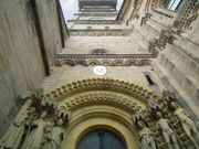 Nochmals ein Blick hoch zum Turm beim Haupteingang des Doms