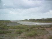 und die Start-Landepiste geht quer über die Strandinsel