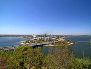 Schöner Blick auf die Landzunge vom südlichen Stadtteil von Perth