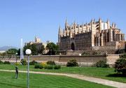 Blick auf die Kathedrale La Seu in der Hauptstadt Palma . . .