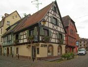 Kleines Fachwerkhaus an der Strassenecke