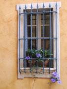 und sogar vergitterte Fenster haben Charme