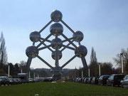 Das Atomium wurde in über 3 Jahren mit viel Aufwand restauriert . . .