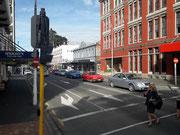 Blick in einen Seitenstraße im Geschäftsviertel