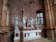 und der prächtige Marmor-Altar im Seitenschiff