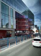und auch modernste Glasbauten