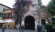 Das innere Eingangstor ins Städtchen Sirmione