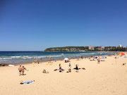 Der lange Strand mit den permanenten Wellen, vor allem für Surfer . . .