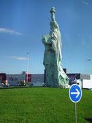 (geb. 1834 in Colmar) hat die Statue entworfen. Zum 100. Todestag 2004 erstand die Statue.