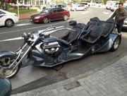 Warum nicht, ein Motorrad-Cabrio für 4 mutige Mitreisende