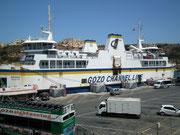 Mit dem Fährschiff erreicht man die Insel Gozo