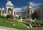 Blick seitwärts auf den Parc Longchamps mitten in der schönen Stadt