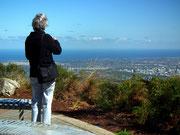 Auch diese Touristin scheint den Ausblick zu geniessen