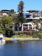 Üppige Gartenanlage passend zur Villa und Yacht