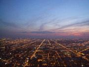 . . . und in die «endlosen» Stadtteile und Vororte von Chicago
