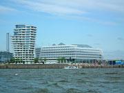 Am linken Bildrand: Architektonisch interessanter Wohnturm