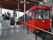 In der Bergstation besteigen wir den «Cable Car» für die Fahrt in die City hinunter