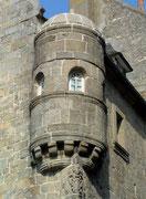 Erker-Turm an der Fassade «angehängt»