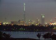Unter vielen hundert (!) anderen im Bau befindlichen, der höchste Wolkenkratzer der Welt der «Burj Dubai» mit 864m Gesamthöhe