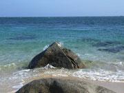 und smaragdfarbiges Meer laden zum Bade