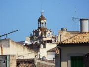 Blick von der Stadtmauer aufs Städtchen Alcudia . . .