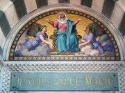 Hier wird Maria in goldigen Lettern gegrüsst