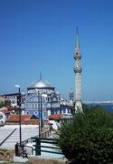 Wunderschön: Die blau Moschee oberhalb von Izmir . . .