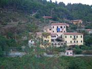 Elba hat viele Mikroklimata, die auf der Fahrt quer durch die Insel . . .