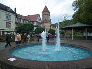 Der schöne Brunnen und die Main-Ufer-Promenade