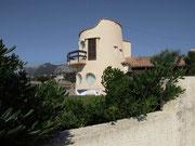 Hübsche Villa über dem kleinen Strand